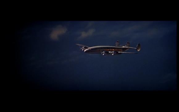 un avion qui vole vers la gauche effectue-t-il toujours un trajet retour ?